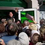 Паника: В Одессе выстраиваются очереди к банкоматам «Приватбанка»