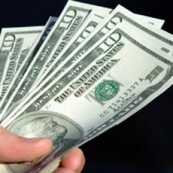 В обменниках опять начался долларовый ажиотаж