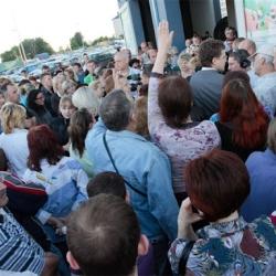 На выходных украинцы у обменников проклинали Арбузова и Януковича