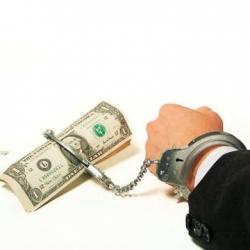В пунктах обмена доллар продают по 10 гривен