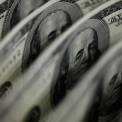 Несмотря на кредит Москвы, доллары в Украине продают по 150 - 300 в одни руки