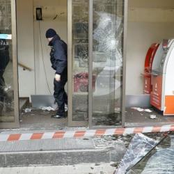 В Киеве в годовщину Майдана забросали камнями Сбербанк РФ и Альфа-банк