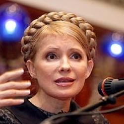 Тимошенко обвинила банки в спланированном уничтожении гривны