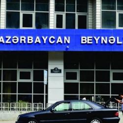 Валютный кризис в Азербайджане: крупнейший банк прекратил платежи кредиторам, скоро и в Украине