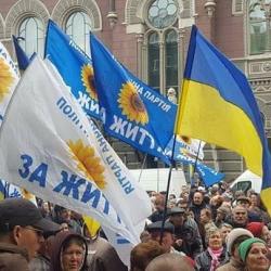 Рабинович обещает, что протесты под НБУ будут продолжаться до отставки Гонтаревой и Рожковой