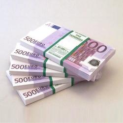 Почему НБУ разрешил ввозить в Украину миллион наличных долларов без документов?