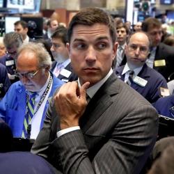 «Доу-Джонс» и «Стандард энд Пурс» снова скатываются вниз на четыре с лишним процента