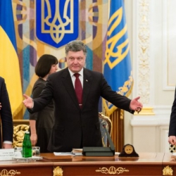 Украина заняла 1-е место в Мире по коррупции и последнее место в Европе по зарплате.