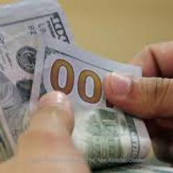 """На межбанке неожиданно """"развернулся"""" доллар, гривна начала снова падать"""