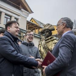 В Киеве герцог де Ришелье и князь Потемкин вручили послу Бельгии приглашение в Одессу
