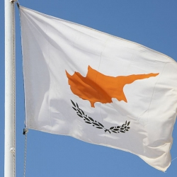 После визита чиновника минфина США кипрские банки начали закрывать счета россиян