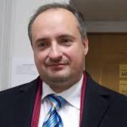 Р. Кравец: «Высшее руководство поддерживает откровенный грабеж страны»