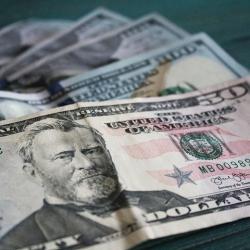 В США банкомат выдавал купюры в 100 долларов вместо 20
