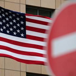 Под новые санкции со стороны США могут попасть ВТБ и Сбербанк