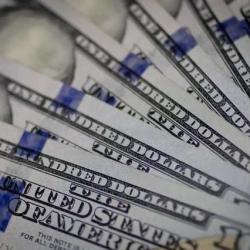 Курс доллара в Украине немного снизили, но уже завтра банкиры ждут его взлета