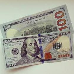 """""""ПриватБанк"""" попал в скандал с бракованными долларами"""