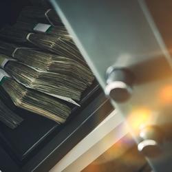 """Совладелец """"Милкиленда"""" Анатолий Юркевич использовал свой банк в качестве """"карманного"""""""