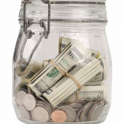 Нацбанк отдает доллары по госдолгу и сокращает свой валютный запас