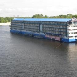 ВТБ Банк продал плавучий отель на Днепре