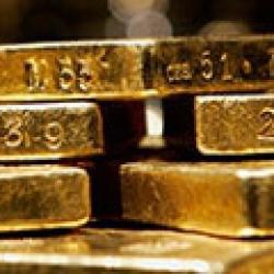 Российские банки тоннами скупают золото
