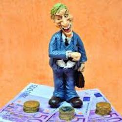 Население продолжает нести сбережения в банки