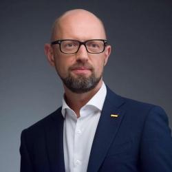 Яценюк: «Нацбанк обезглавлен, власть должна восстановить управляемость»