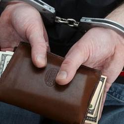 Должников будут сажать в тюрьму