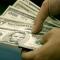 Банки России активно сдают валюту, ЦБРФ выкупил у них рекордный объем долларов, в Украине идет обратный процесс