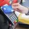 Украинцы не спешат заменять свои карты на бесконтактные