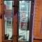 Ночью в центре Днепра разбили двери отделения «Альфа-Банка»